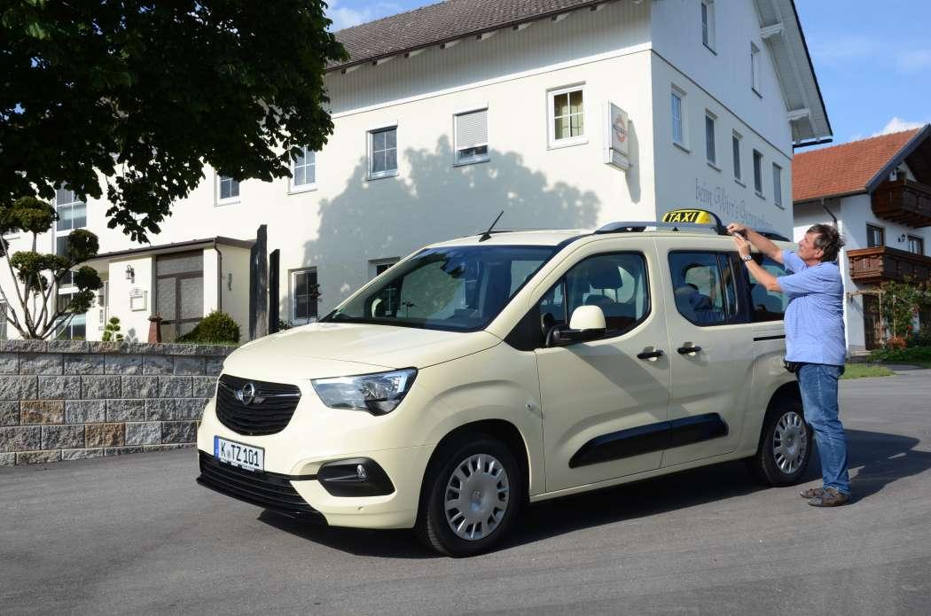 Der Opel Combo Life XL ist als Siebensitzer gut für Schülerfahrten, aber auch spätabends für Disko- oder Kneipentouren einsetzbar. (Foto: Dietmar Fund)