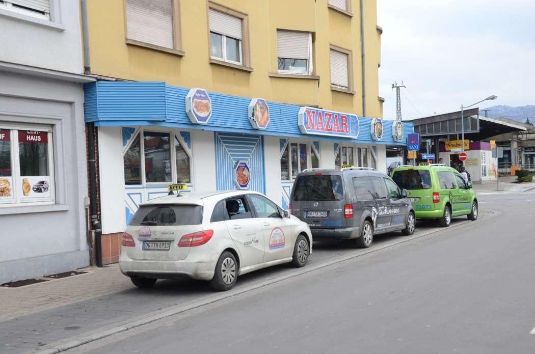 In Offenburg, wo neben bunten Taxis auch Mietwagen eine große Rolle spielen, achteten die Prüfer dieses Mal besonders auf Mietwagenbetriebe. (Foto: Dietmar Fund)