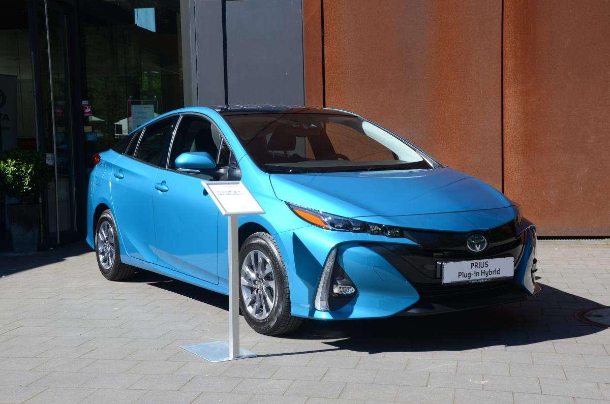Toyotas n chster plug in hybrid ist nur ein viersitzer for Dietmar heck